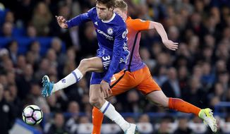 Chelsea's Marcos Alonso, front, and Manchester City's Kevin De Bruyne, rear, challenge for the ball during the English Premier League soccer match between Chelsea and Manchester City at the Stamford Bridge stadium in London, Great Britain, Wednesday, April 5, 2017. (AP Photo/Kirsty Wigglesworth)