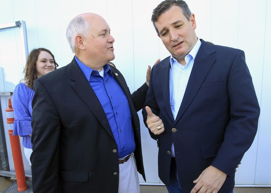 Kansas 4th District congressional candidate Ron Estes, front left, thanks Sen. Ted Cruz who came to Wichita to campaign for Estes the day before a special election at Yingling Aviation, Monday, April 10, 2017, in Wichita, Kan. (Fernando Salazar/The Wichita Eagle via AP)