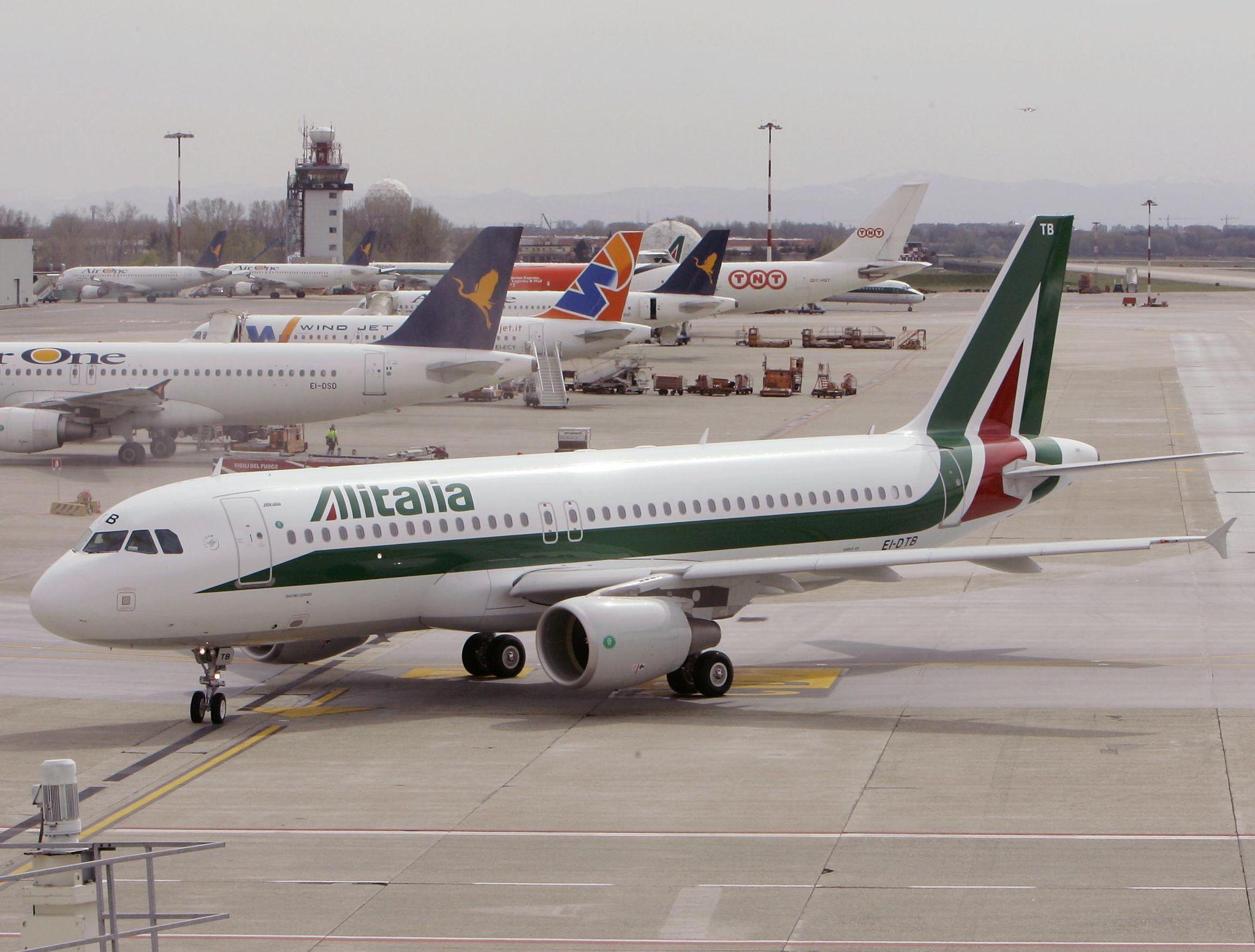 Italy's economy minister: Alitalia won't be nationalized
