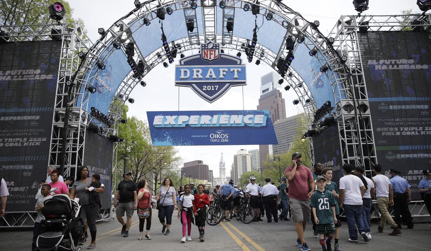 Fans arrive ahead of the 2017 NFL football draft in Philadelphia, Thursday, April 27, 2017. (AP Photo/Matt Rourke)