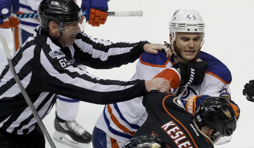 Edmonton Oilers right wing Zack Kassian, top, and Anaheim Ducks center Ryan Kesler fight during the third period in Game 1 of a second-round NHL hockey Stanley Cup playoff series in Anaheim, Calif., Wednesday, April 26, 2017. The Oilers won 5-3. (AP Photo/Chris Carlson)