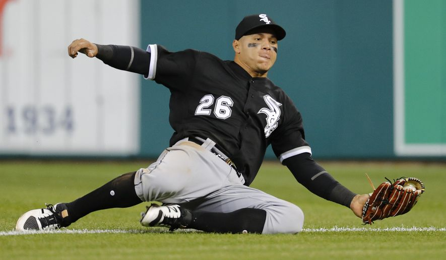 Chicago White Sox right fielder Avisail Garcia catches a Detroit Tigers' Ian Kinsler fly ball in the ninth inning of a baseball game in Detroit, Friday, April 28, 2017. The White Sox won 7-3. (AP Photo/Paul Sancya)