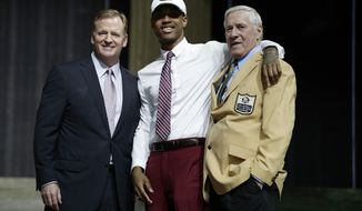 Washington's Kevin King, center, poses with former Green Bay Packers Jim Taylor, right, and NFL commissioner Roger Goodell after King was selected by the Packers during the second round of the 2017 NFL football draft, Friday, April 28, 2017, in Philadelphia. (AP Photo/Matt Rourke)