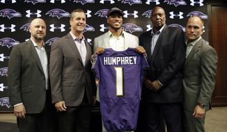 Cornerback Marlon Humphrey, center, the Baltimore Ravens' first-round draft pick, poses before a news conference at the NFL football team's practice facility in Owings Mills, Md., Friday, April 28, 2017. With Humphrey are director of college scouting Joe Hortiz, coach John Harbaugh, general manager Ozzie Newsome and assistant general manager Eric DeCosta, from left. (AP Photo/Patrick Semansky)