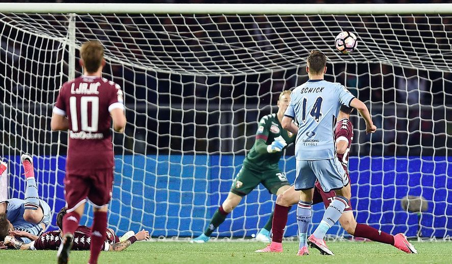 Sampdoria's Patrik Schick, right, scores during the Serie A soccer match between Torino and Sampdoria, ast Turins Olympic stadium, Saturday, April 29, 2017. (Alessandro Di Marco/ANSA via AP)