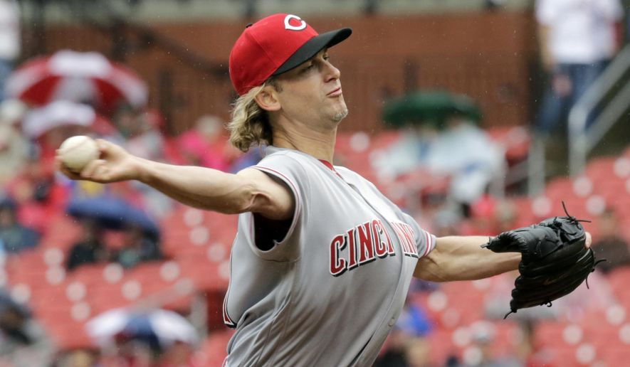 Cincinnati Reds starting pitcher Bronson Arroyo sets to deliver in the first inning of a baseball game against the St. Louis Cardinals, Sunday, April 30, 2017, in St. Louis. (AP Photo/Tom Gannam)