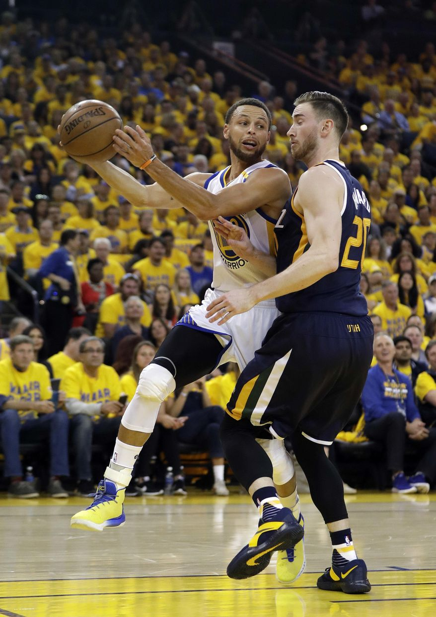 Golden State Warriors' Stephen Curry, left, looks to pass as Utah Jazz's Gordon Hayward defends during the first half in Game 2 of an NBA basketball second-round playoff series, Thursday, May 4, 2017, in Oakland, Calif. (AP Photo/Marcio Jose Sanchez)