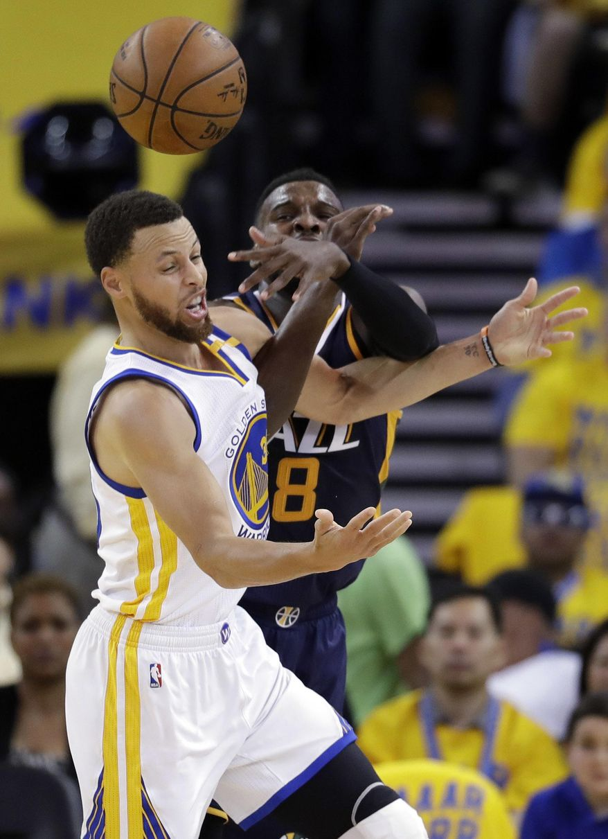 Golden State Warriors' Stephen Curry, left, works for a loose ball against Utah Jazz's Shelvin Mack during the first half in Game 2 of an NBA basketball second-round playoff series, Thursday, May 4, 2017, in Oakland, Calif. (AP Photo/Marcio Jose Sanchez)
