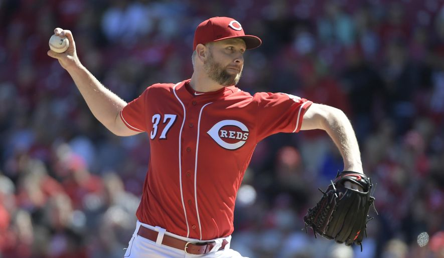 Cincinnati Reds pitcher Scott Feldman throws against the San Francisco Giants during the first inning of a baseball game Sunday, May 7, 2017, in Cincinnati. (AP Photo/Michael E. Keating)