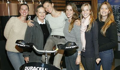 Gisele Bundchen and her twin sister Patricia (far right) with their mother Vania surrounded by her sisters from right, Rafaela, Gabriela, and Graziela, far left