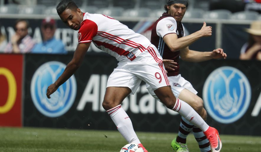 San Jose Earthquakes forward Danny Hoesen, front, battles for control of the ball with Colorado Rapids midfielder Dillon Powers during the first half of an MLS soccer match Saturday, May 13, 2017, in Commerce City, Colo. (AP Photo/David Zalubowski)