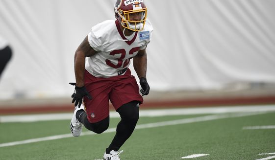 Washington Redskins running back Samaje Perine (32) runs during an NFL football rookie minicamp, Saturday, May 13, 2017, in Ashburn, Va. (AP Photo/Nick Wass)