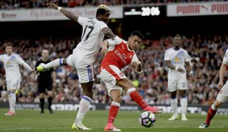 Arsenal's Alexis Sanchez, right, fails to score during the English Premier League soccer match between Arsenal and Sunderland at the Emirates Stadium in London, Tuesday, May 16, 2017. (AP Photo/Matt Dunham)