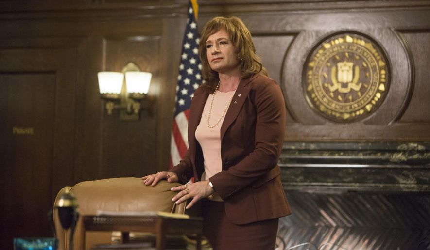 """This image released by Showtime shows David Duchovny in a scene from """"Twin Peaks.""""  The series debuts Sunday at 9 p.m. EDT. (Patrick Wymore/Showtime via AP)"""