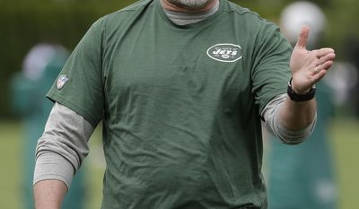 New York Jets offensive coordinator John Morton talks to his players during the team's organized team activities at its NFL football training facility, Tuesday, May 23, 2017, in Florham Park, N.J. (AP Photo/Julio Cortez)