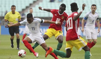 England's Ademola Lookman, left, fights for the ball against Guinea's Alseny Soumah during their Group A match in the FIFA U-20 World Cup Korea 2017 at Jeonju World Cup Stadium in Jeonju, South Korea, Tuesday, May 23, 2017. (Hong Hae-in/Yonhap via AP)
