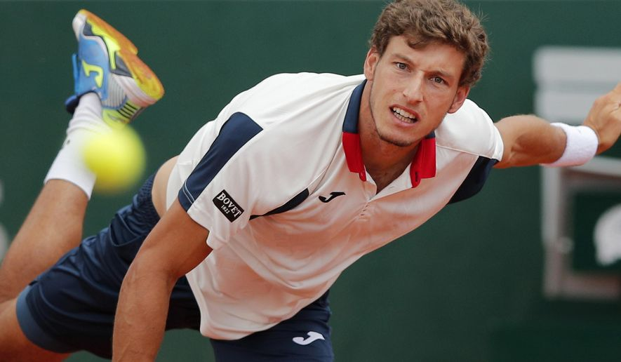 Spain's Pablo Carreno Busta serves against Canada's Milos Raonic during their fourth round match of the French Open tennis tournament at the Roland Garros stadium, in Paris, France. Sunday, June 4, 2017. (AP Photo/Christophe Ena)