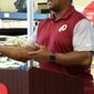 Former Redskins running back Brian Mitchell speaks at the Great American Milk Drive kickoff at the Georgetown Safeway grocery store on Thursday.