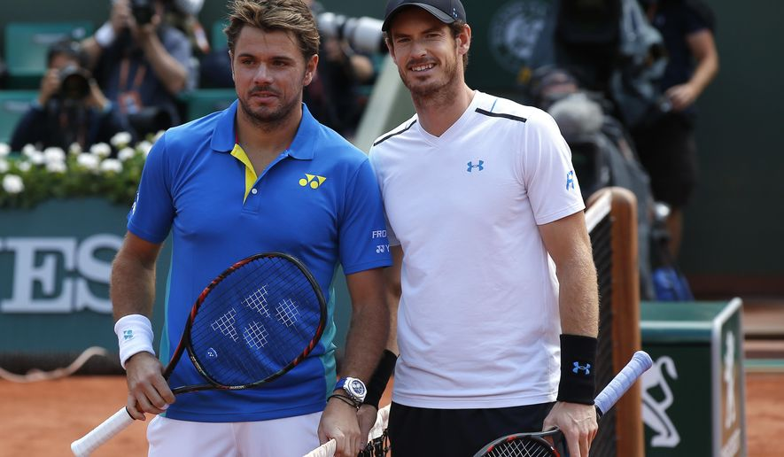 Switzerland's Stan Wawrinka, left, and Britain's Andy Murray pose before their semifinal match of the French Open tennis tournament at the Roland Garros stadium, Friday, June 9, 2017 in Paris. (AP Photo/Michel Euler)
