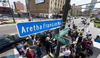 In this Thursday, June 8, 2017 photo, a street sign for Aretha Franklin Way is unveiled at the corner of Madison and Brush streets, outside of Music Hall in Detroit. (David Guralnick/The Detroit News)/Detroit News via AP)