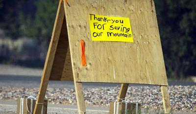 A sign thanking fire fighters in Parowan, Utah, near the road block to the road to Brian Head, Thursday, June 22, 2017.(Rick Egan/The Salt Lake Tribune via AP)
