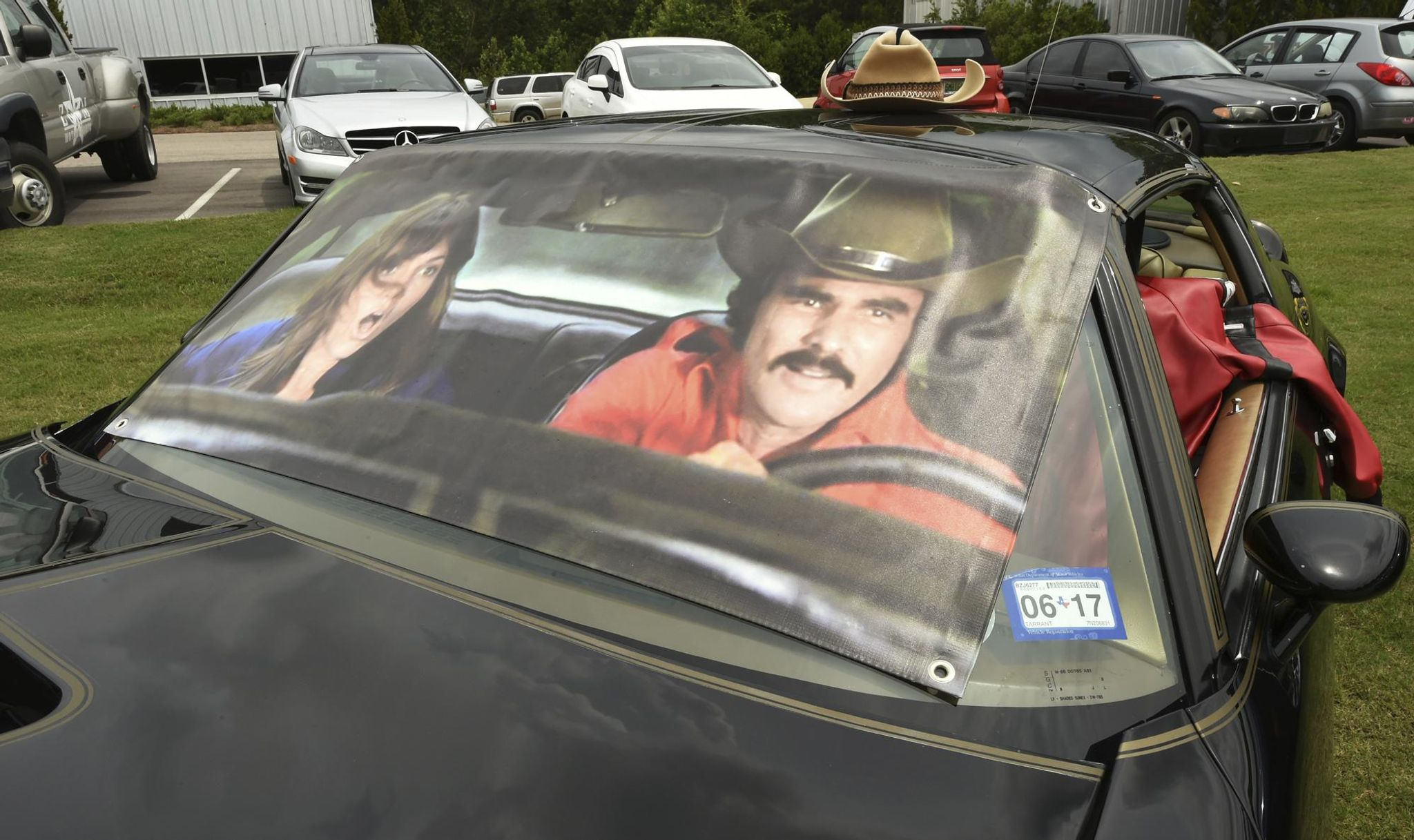 Detroit blocks 'Smokey and the Bandit' stunt at car show over Confederate flag license plate: Report