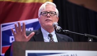 Hewitt at a campaign event for Doug Ducey for Governor of Arizona, October 2014 (photo by Gage Skidmore)