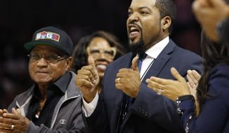 "BIG3 Basketball League founder Ice Cube, right, mouths out ""Thank You"" to the crowd who applauds him as he is announced during a timeout in the the first half of Game 3 of the league's debut, Sunday, June 25, 2017, at the Barclays Center in New York. (AP Photo/Kathy Willens)"