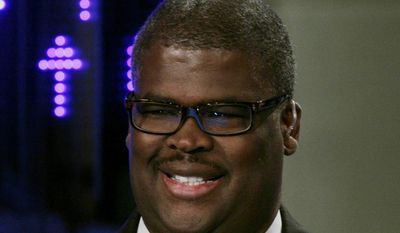 "In this April 11, 2011 file photo, Charles Payne, of the Fox Business Network, appears on ""Varney & Co.,"" in New York. Payne has been suspended after reportedly being accused of sexual harassment. The network said Thursday, July 6, 2017, it suspended ""Making Money"" anchor Payne pending an investigation, but didn't provide any details. (AP Photo/Richard Drew, File)"