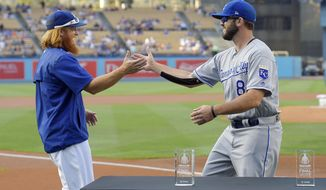 "Los Angeles Dodgers' Justin Turner, left, and Kansas City Royals' Mike Moustakas greet each other before posing with their All-Star Game ""Final Vote"" awards prior a baseball game, Friday, July 7, 2017, in Los Angeles. Both were late additions to the All-Star Game roster. (AP Photo/Mark J. Terrill)"