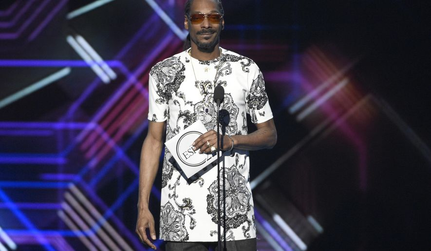 Snoop Dogg presents the award for best game at the ESPYS at the Microsoft Theater on Wednesday, July 12, 2017, in Los Angeles. (Photo by Chris Pizzello/Invision/AP)