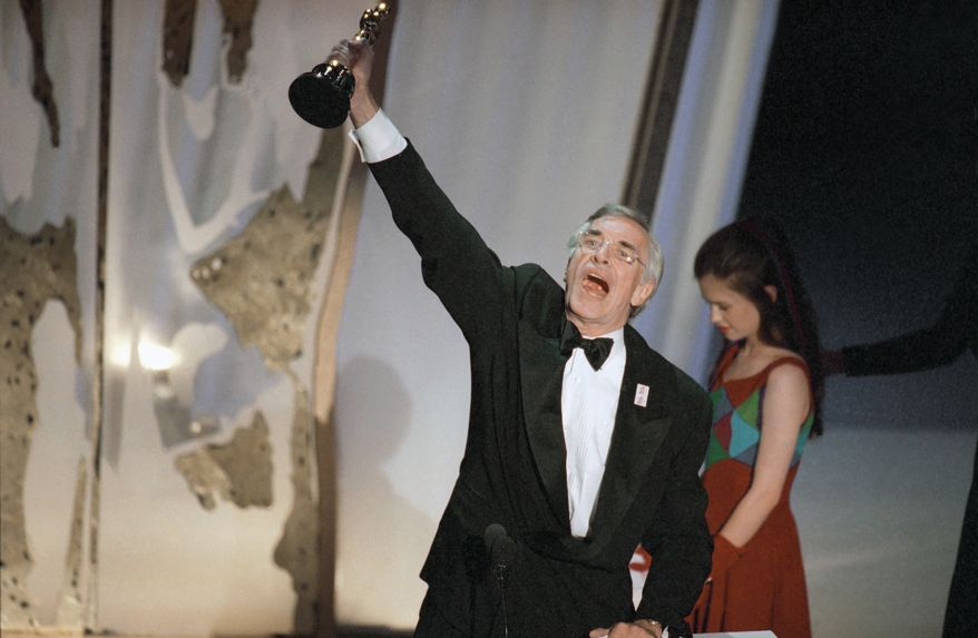 "Martin Landau raises his Oscar for Best Supporting Actor for his performance in ""Ed Wood"" on Monday, March 27, 1995 in Los Angeles during 67th Annual Academy Awards.  Standing to the right of  Landau is presenter Ana Paquin, last year's Best Supporting Actress for her role in ""The Piano.""  (AP Photo/Michael Caulfield)"