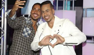 Singer-songwriter Romeo Santos, left, takes a selfie at the unveiling of his wax figure at Madame Tussauds on Wednesday, July 19, 2017, in New York. (Photo by Greg Allen/Invision/AP)