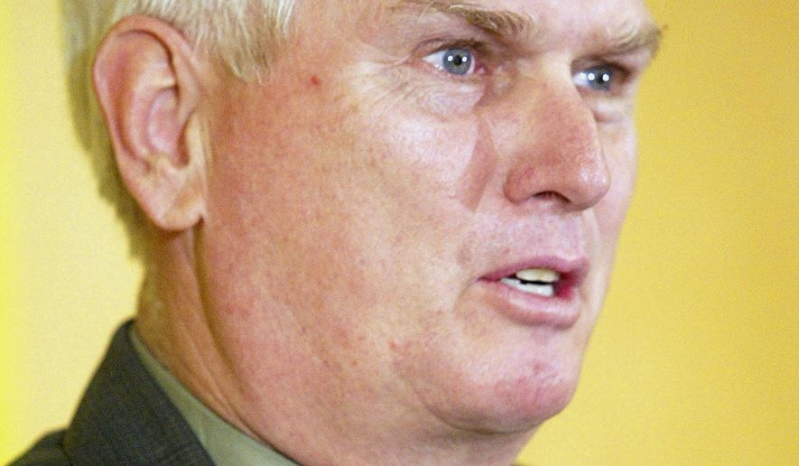 "FILE- In this Jan. 4, 2006, file photo, U.S. Rep. John ""Jimmy"" Duncan, R-Tenn., addresses a business development news conference in Knoxville, Tenn. Duncan said Monday, July 31, 2017, that he will not run for re-election next year because he wants to spend more time with his family. (AP Photo/Wade Payne, File)"