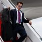 White House communications director Anthony Scaramucci walks down the steps of Air Force One after arriving at Long Island MacArthur Airport in Ronkonkoma, N.Y., Friday, July 28, 2017, for a speech by President Donald Trump on the street gang MS-13. (AP Photo/Evan Vucci) (ASSOCIATED PRESS)