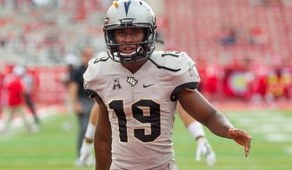 HOUSTON, TX - OCTOBER 29: UCF Knights place kicker Donald De La Haye (19) warms up during the NCAA football game between the Central Florida Knights and Houston Cougars on October 29, 2016 at TDECU Stadium in Houston, TX. (Photo by Leslie Plaza Johnson/Icon Sportswire) (Icon Sportswire via AP Images)
