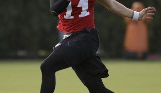 Philadelphia Eagles quarterback Carson Wentz runs a drill during an NFL football training camp in Philadelphia, Wednesday, Aug. 2, 2017. (AP Photo/Matt Rourke)