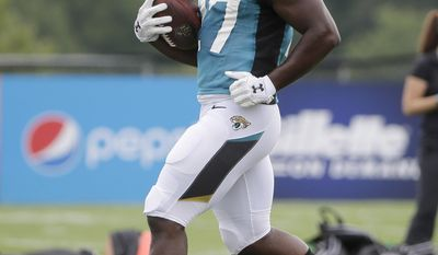 Jacksonville Jaguars running back Leonard Fournette runs with the ball during an NFL football joint practice with the New England Patriots, Monday, Aug. 7, 2017, in Foxborough, Mass. (AP Photo/Steven Senne)