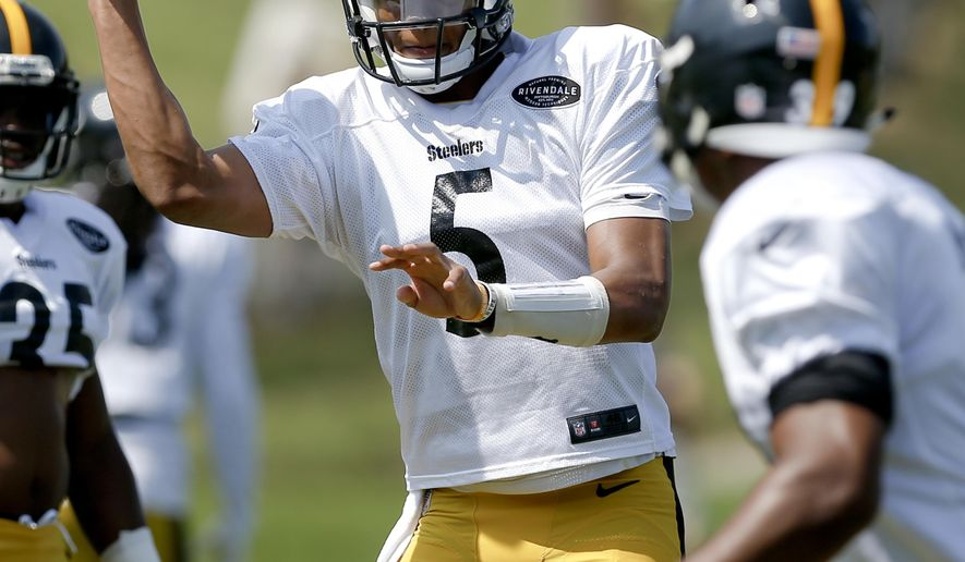 Pittsburgh Steelers quarterback Joshua Dobbs (5) passes to running back Knile Davis (34) during an NFL training camp football practice, Wednesday, Aug. 9, 2017, in Latrobe, Pa. (AP Photo/Keith Srakocic)