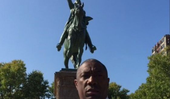 Bishop James Dukes, a pastor of Chicago's Liberation Christian Center, has called on statue of Mayor Rahm Emanuel to rename Washington Park and remove a statue of George Washington on horseback. (Image: CBS-2 Chicago screenshot)