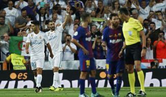 Real Madrid's Karim Benzema, second left, celebrates after scoring his side's second goal against Barcelona during the Spanish Super Cup second leg soccer match between Real Madrid and Barcelona at the Santiago Bernabeu stadium in Madrid, Wednesday, Aug. 16, 2017. (AP Photo/Francisco Seco)