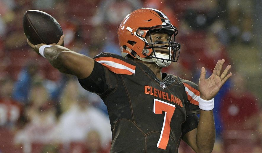 Cleveland Browns quarterback DeShone Kizer (7) throws a pass against the Tampa Bay Buccaneers during the first quarter of an NFL preseason football game Saturday, Aug. 26, 2017, in Tampa, Fla. (AP Photo/Phelan Ebenhack)
