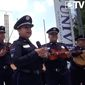 Mexico has turned to Federal Police Mariachis told sway public perception in high-crime areas. Corruption scandals linked to the nation's drug war has damaged the law enforcement community's reputation. (Image: El Universal screenshot)