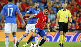 Spain's David Villa, center right, controls the ball during the World Cup Group G qualifying soccer match between Spain and Italy at the Santiago Bernabeu Stadium in Madrid, Saturday Sept. 2, 2017. (AP Photo/Paul White)