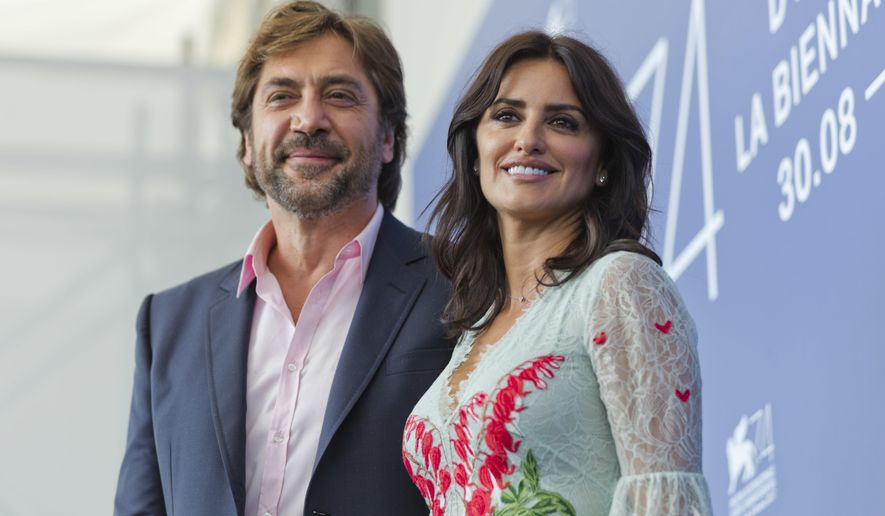 "Actors Javier Bardem, left, and Penelope Cruz pose for photographers during the photo call of the film ""Loving Pablo"" at the 74th Venice Film Festival in Venice, Italy, Wednesday, Sept. 6, 2017. (AP Photo/Domenico Stinellis)"