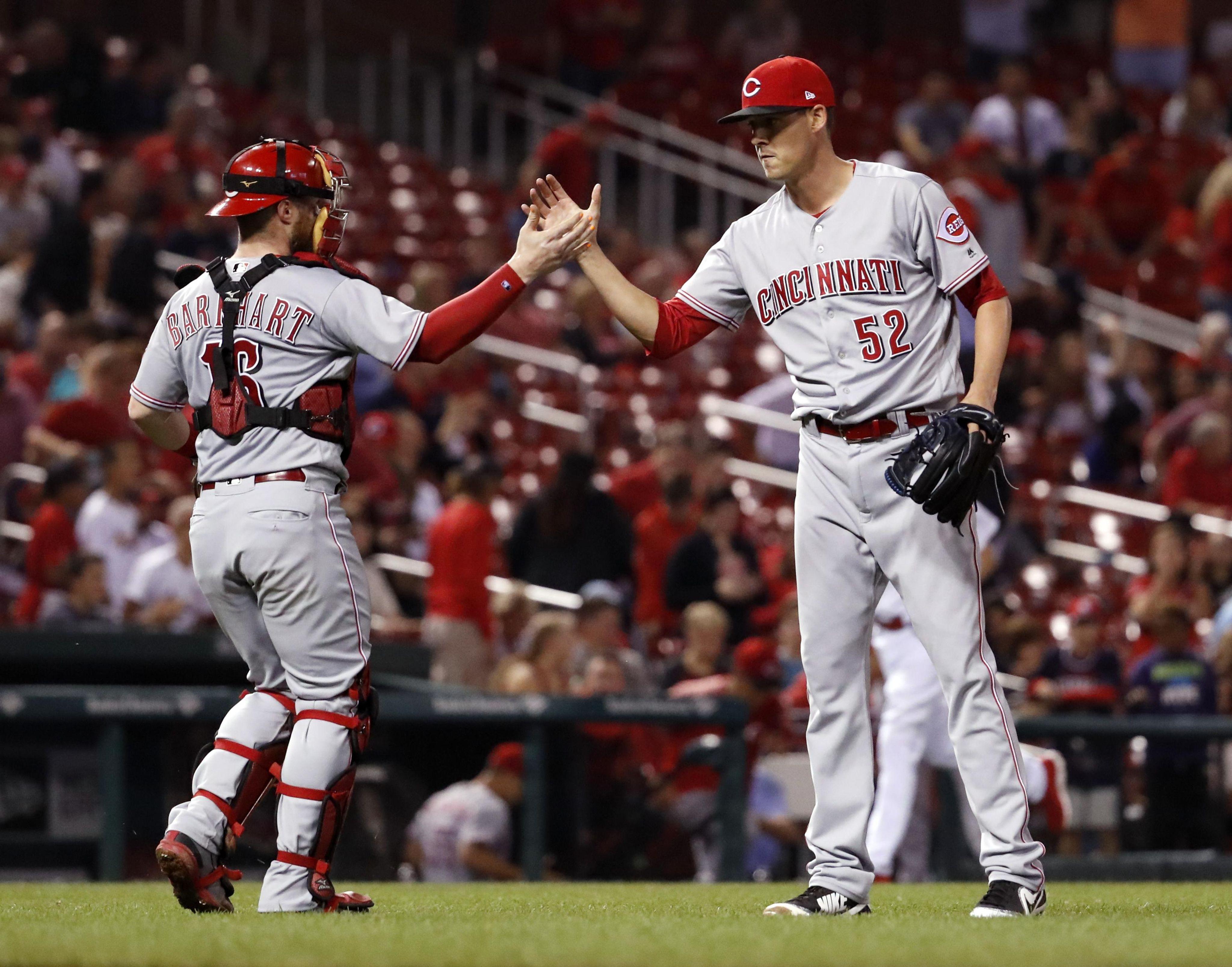 Reds_cardinals_baseball_22636_s4096x3217
