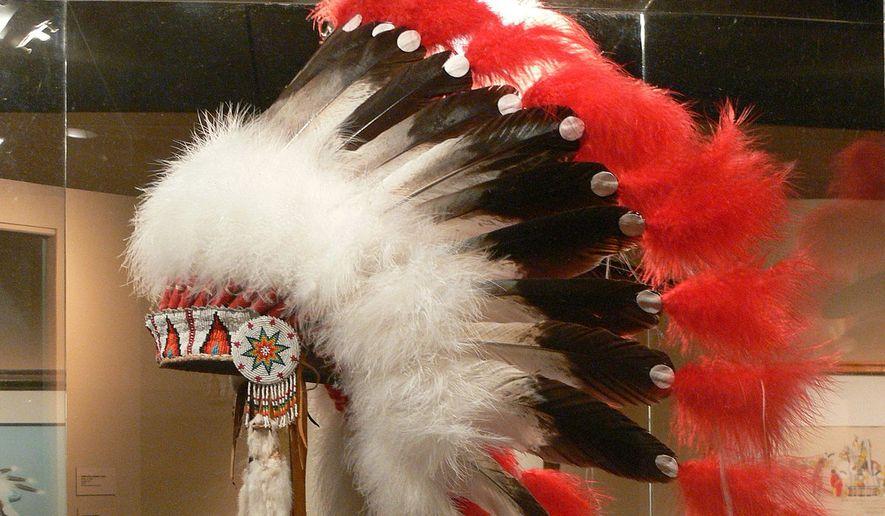 Wolfgang Sauber - Own work Tulsa, Oklahoma. Gilcrease Museum: Creek feather bonnet ( 1970 ) (via Wikimedia Commons)