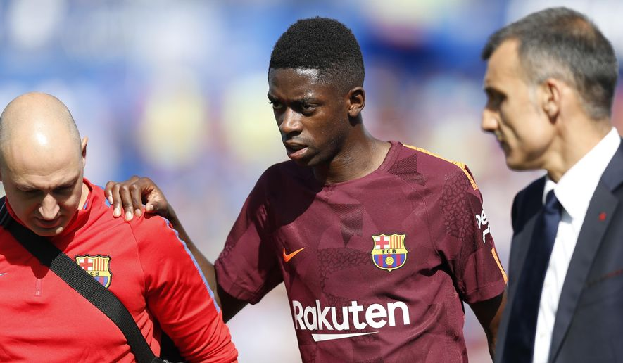 Barcelona's Ousmane Dembele, centre, leaves the pitch injured during a Spanish La Liga soccer match between Getafe and Barcelona at the Alfonso Perez stadium in Getafe, outside Madrid, Saturday, Sept. 16, 2017. Barcelona won 2-1. (AP Photo/Francisco Seco)