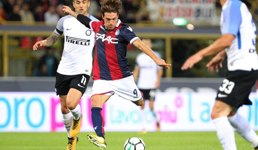 Bologna's Simone Verdi scores during a Serie A soccer match between Inter Milan and Bologna, at the Bologna Dall'Ara stadium, Italy, Tuesday, Sept. 19, 2017.  (Giorgio Benvenuti/ANSA via AP)