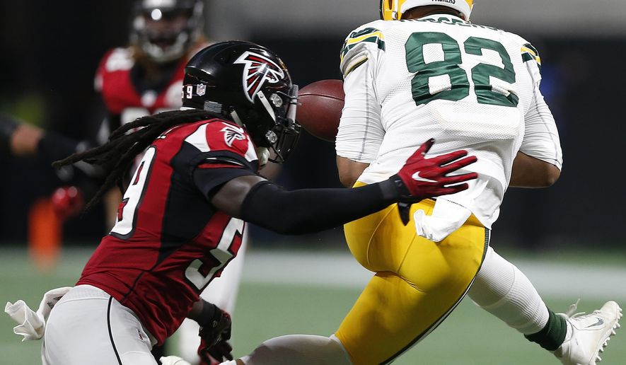 Green Bay Packers tight end Richard Rodgers (82) works for a catch against Atlanta Falcons outside linebacker De'Vondre Campbell (59) during the second of an NFL football game, Sunday, Sept. 17, 2017, in Atlanta. (AP Photo/John Bazemore)